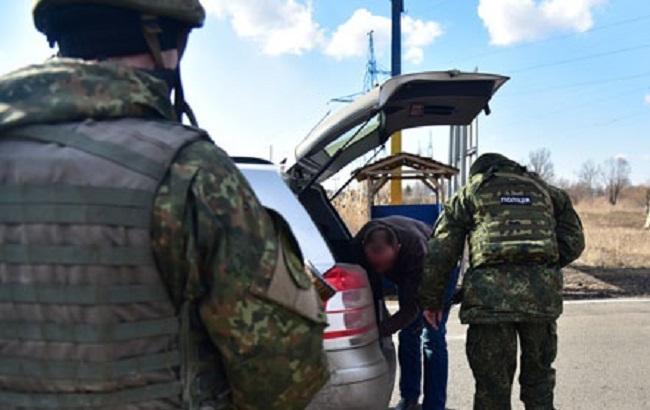 Фото: патрулирование на блокпостах Донецкой области