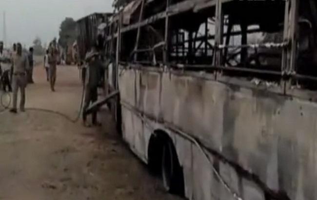 ВИндии вДТП автобуса с фургоном погибли 22 человека