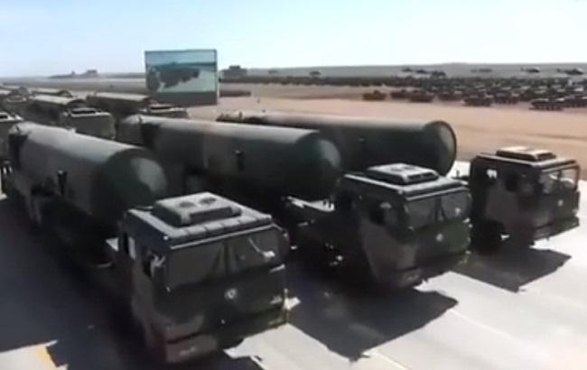 Фото: балістичні ракети КНР (screenshot із відео PDChina)
