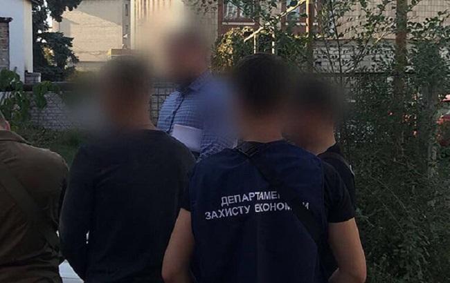 Фото: задержание фискалов-взяточников (пресс-служба НПУ)