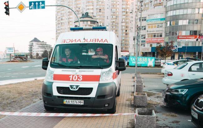 У Києві чоловік покінчив з собою флаконом від духів: він залишив записку