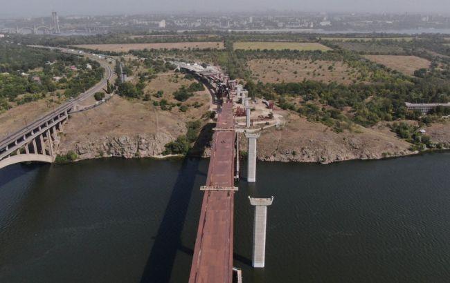 В Запорожье идет строительство моста, движение откроют в этом году
