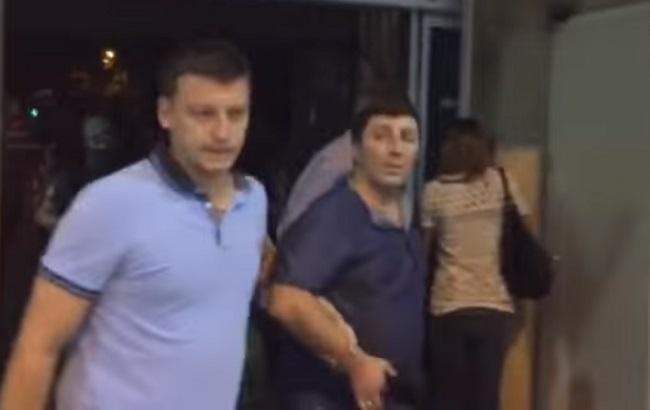 """Фото: """"Цруци"""" выдворили из Украины"""
