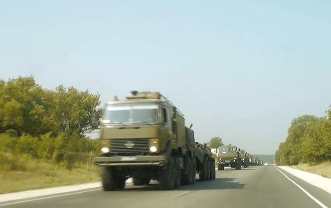 Фото: в составе колонны боевые БТРы, КамАЗы, УАЗы
