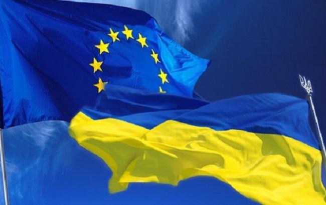Фото: флаги Украины и ЕС