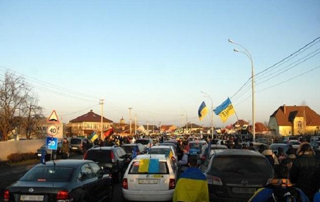 Фото: автомайдановцы у Межигорья