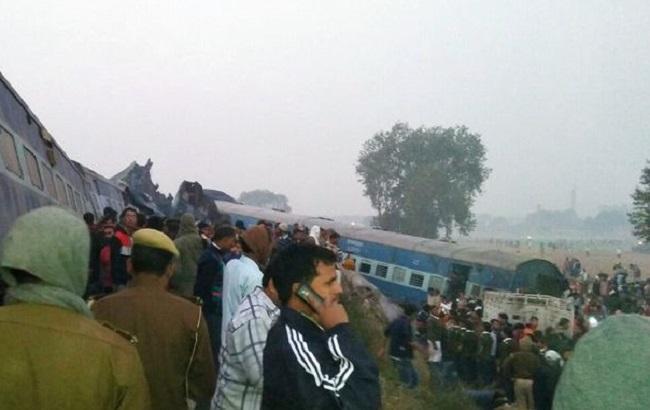 Фото: последствия железнодорожной аварии в Индии