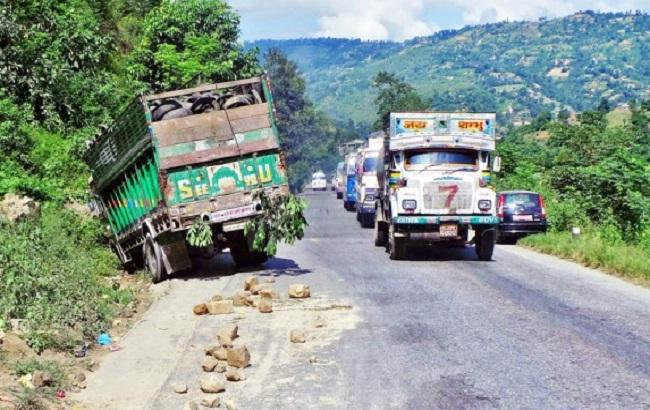 Фото: шоссе в Непале