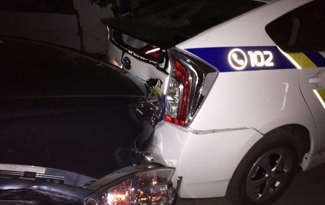 Фото: у Києві порушник розбив автомобілі поліцейських