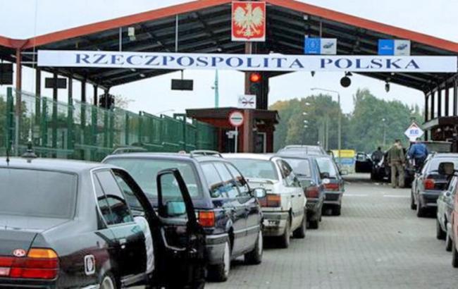 Фото: очереди на границе с Польшей
