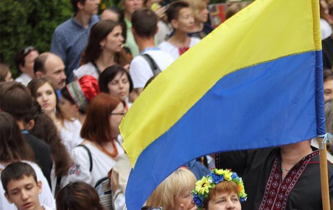 У Києві затримали викладача, який вдарив дівчину з українським прапором
