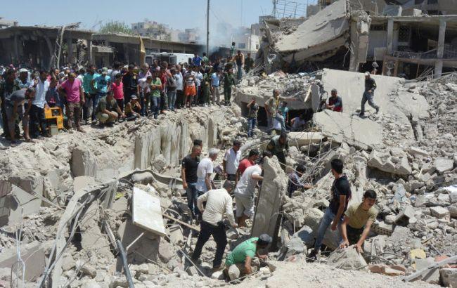 Фото: на місці вибуху ще триває розбирання завалів зруйнованих будинків