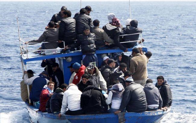 Фото: беженцы в Средиземном море