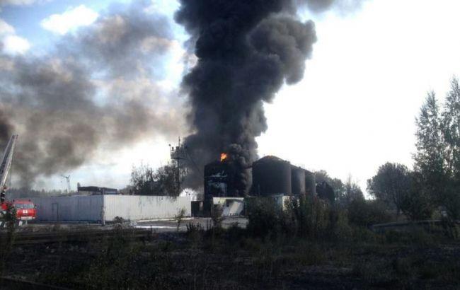 Гасіння пожежі на нафтобазі в Київській області (фото ДСНС від 11 червня)