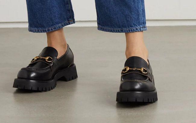 Эта обувь творит чудеса: стилист показала, как носить лоферы и дерби летом 2021