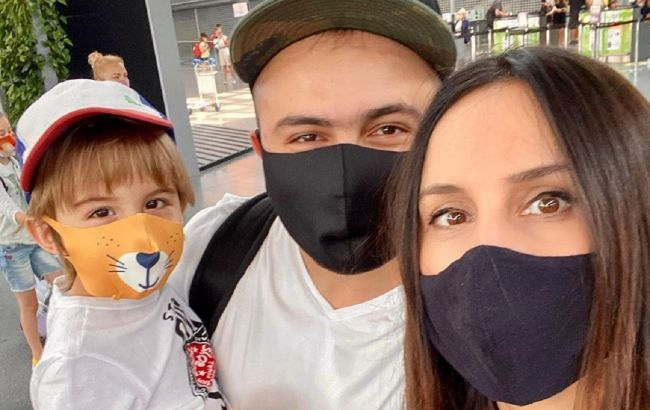 Мы безумные: Джамала с двумя маленькими детьми отправилась на отдых за границу