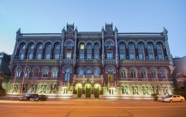 НБУ за місяць витратив на підтримку курсу гривні 200 млн доларів