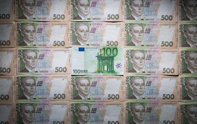 Нацбанк снова опустил курс евро