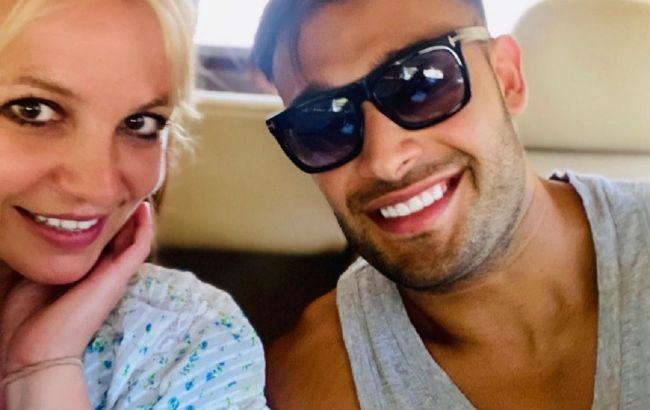 Носит на руках: Бритни Спирс показала романтичные видео с молодым бойфрендом