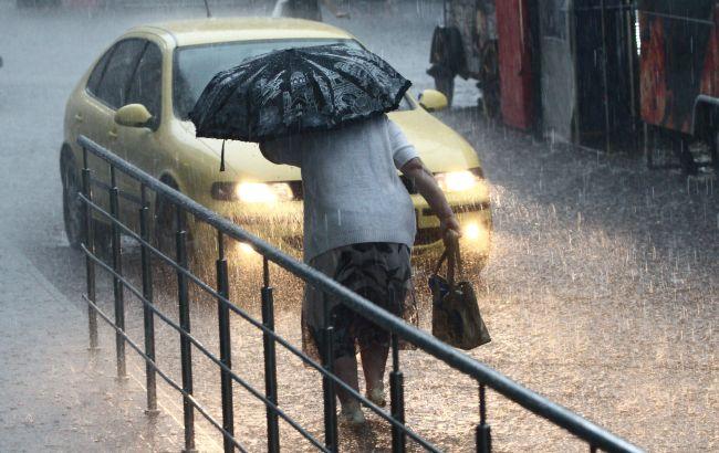 Жуткие ливни накроют всю Украину: погода будет стремительно ухудшаться