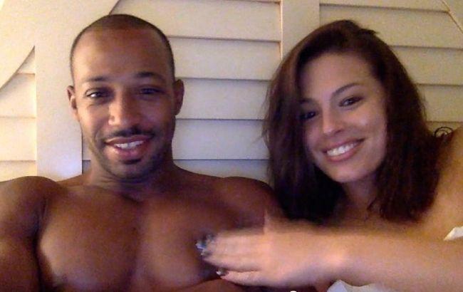 Горячая парочка: Эшли Грэм порадовала редкими домашними фото с любимым мужем