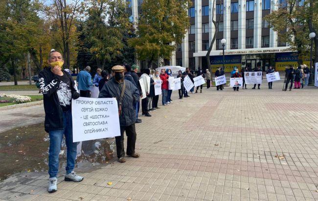 В Днепре активисты потребовали от главы облсовета Олейника уйти в отставку