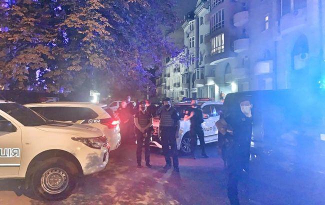 """Біля офісу """"Свободи"""" в Києві сталися сутички, постраждали троє поліцейських"""