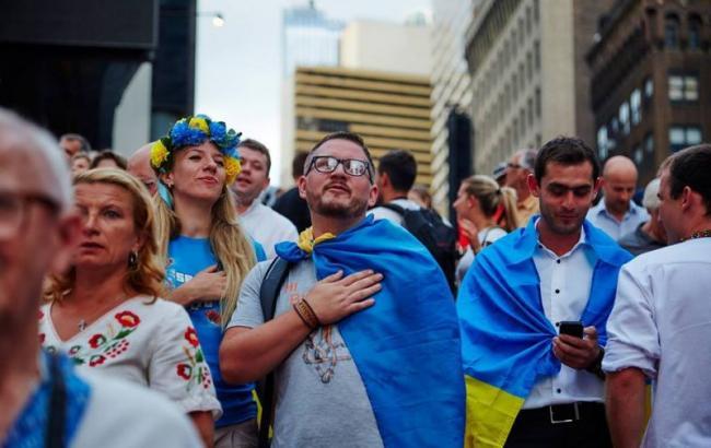 Більшість українців виступає за мирне врегулювання конфлікту на Донбасі, - опитування
