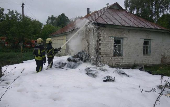 У Чернігові на житловий будинок впав літак