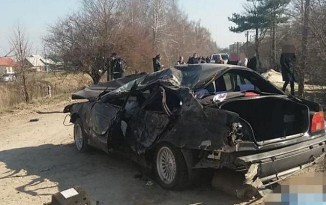 В Волынской области полицейский на авто врезался в дерево, есть жертвы