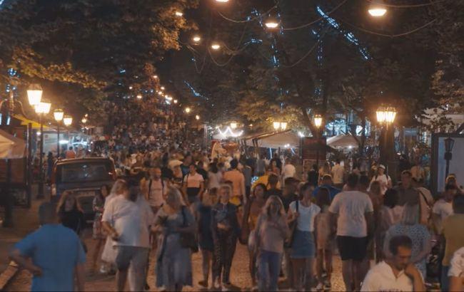 Появилось видео огромной толпы на улицах Одессы: они бессмертные