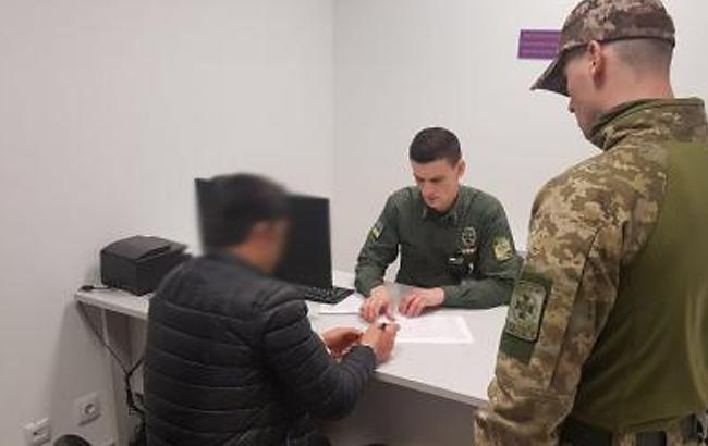 """Фото: в """"Борисполі"""" затримали вербувальника бойовиків (dpsu.gov.ua)"""