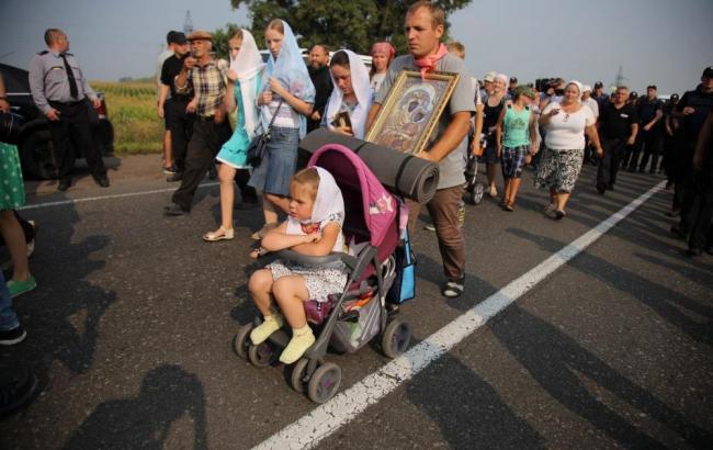 Фото: хресна хода рухається до центру Києва