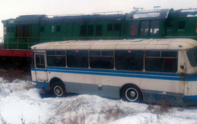 У Донецькій області автобус потрапив під потяг, є постраждалі