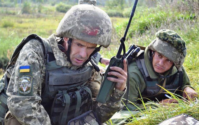 """Бойовики шість разів порушили режим """"тиші"""", один військовий поранений"""