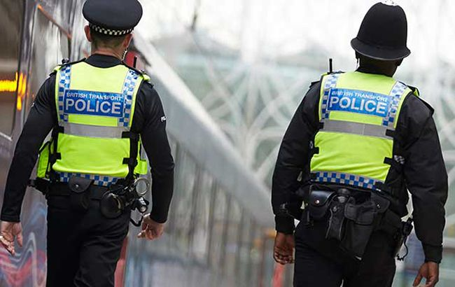 Вцентре Лондоне такси сбило нескольких человек натротуаре