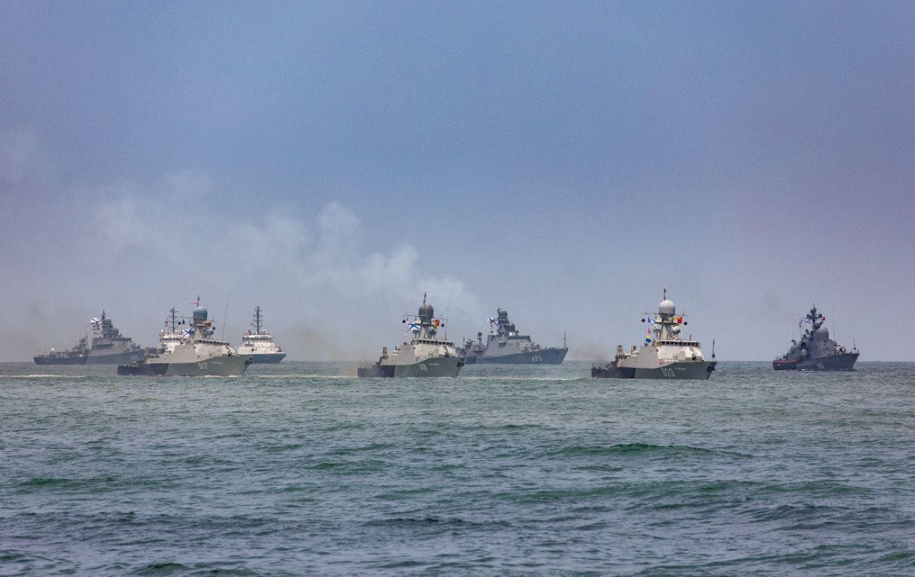 Около 10 тысяч военных и боевые корабли: Россия проводит учения в Крыму