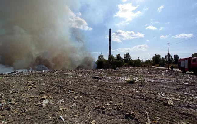 У Києві загорілася звалище, частина столиці виявилася в  диму