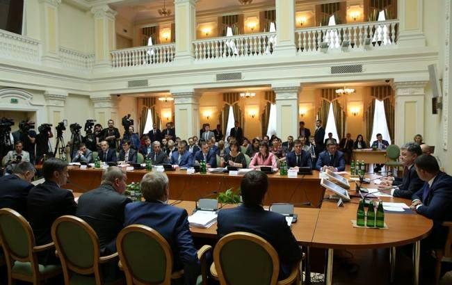 Фото: засідання Кабміну за участю Петра Порошенка