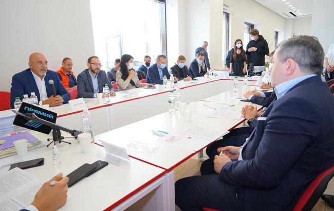 """Эксперты обсудили в открытом штабе """"Батькивщины"""" мэрскую программу Кучеренко"""