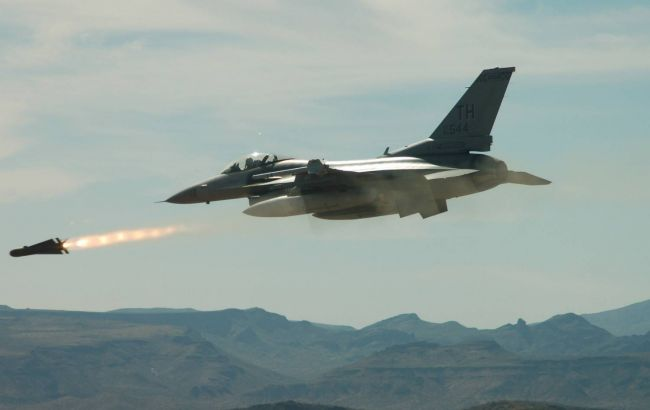 Фото: коалиция нанесла авиаудар в Сирии