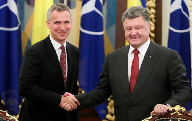 Фото: Йенс Столтенберг и Петр Порошенко