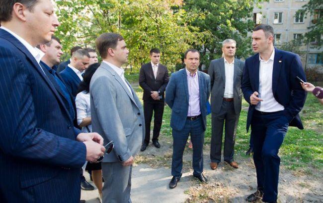Кличко доручив ліквідувати сміттєзвалища у зелених зонах та відремонтувати дитячі майданчики в Києві