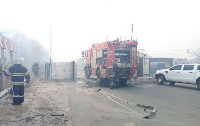 В Станице Луганской горит целая улица, происходят взрывы