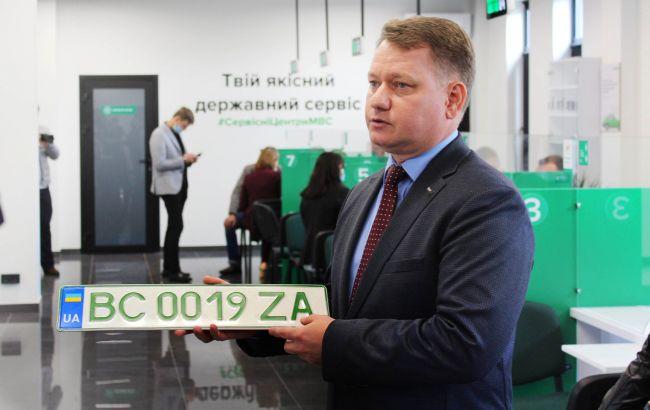 """В Украине начали выдавать """"зеленые"""" номера для электромобилей"""
