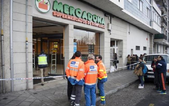 Фото: в Испании мужчина открыл стрельбу в супермаркете