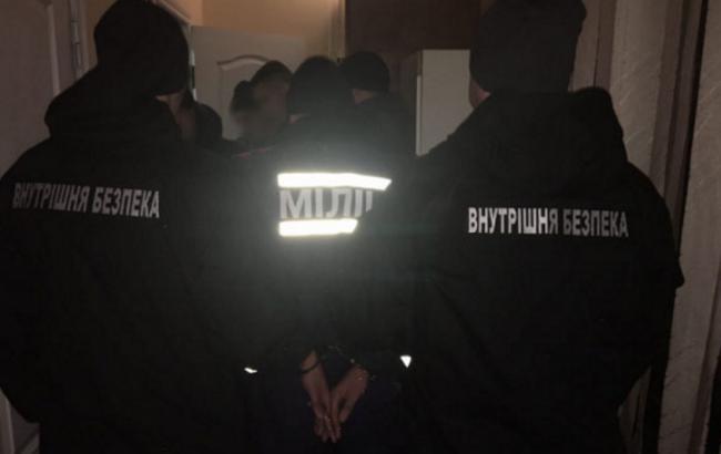 Фото: в Запорожье задержаны полицейские, грабившие людей