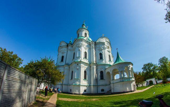 Шедевральний собор посеред глушини: унікальне місце під Києвом, яке дарма оминають туристи