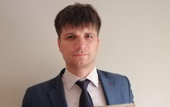 В Киеве увольняют одного из лучших учителей, потому что не угодил влиятельному папе
