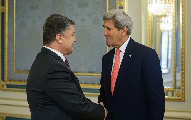 Фото: Петро Порошенко з Дж. Керрі